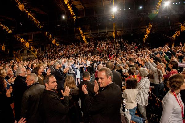 Catherine Deneuve et le public de la Halle Tony Garnier